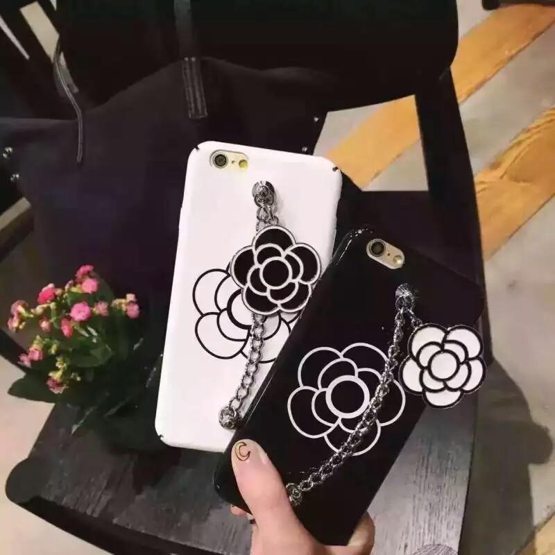 꽃모양의 휴대폰케이스입니다