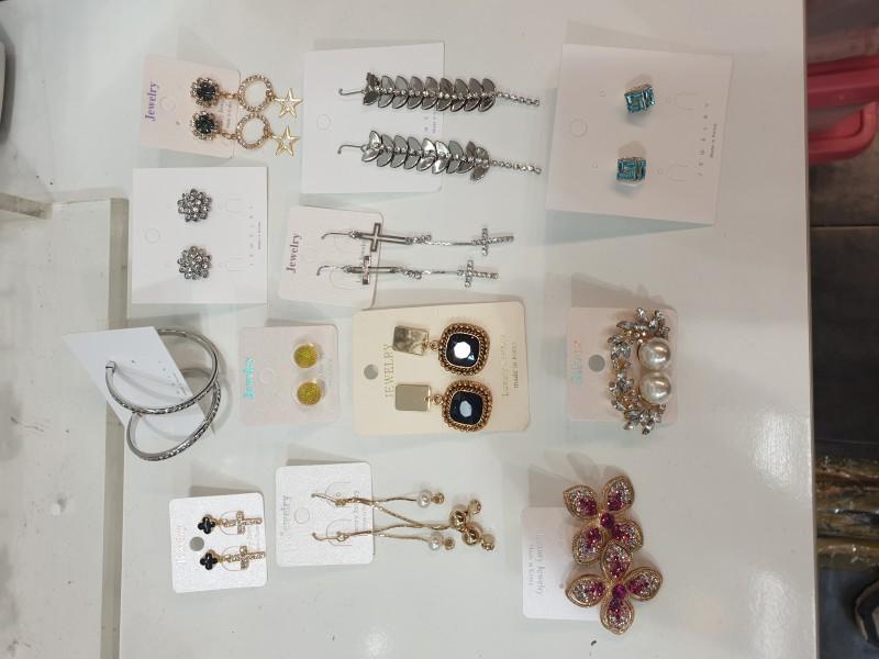 귀걸이 1000원 판매.