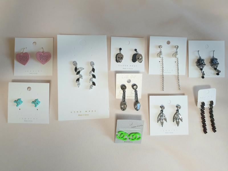 귀걸이 1000원 판매. 덤핑