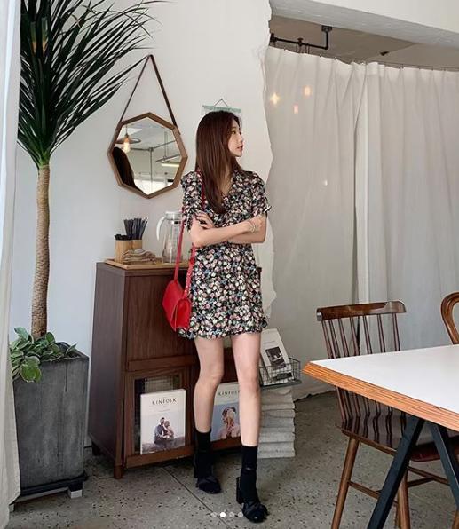 (완사입/파샬) 브이꽃 가슴셔링 미니원피스/ 21장/ 4000원