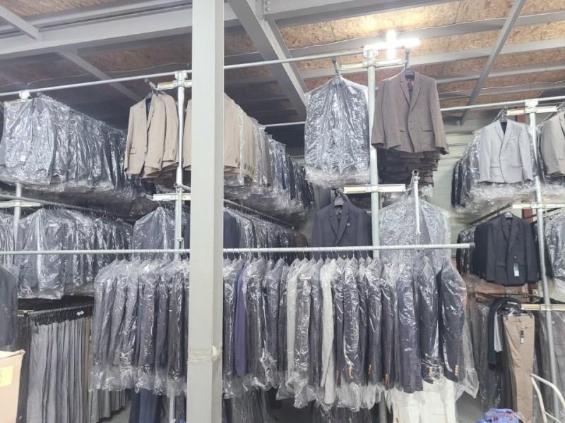 티셔츠 1500원부터 ~~ 원피스 4000원부터~ 청바지 3500원부터  초이스가능합니다.