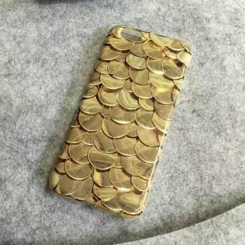 [휴대폰케이스]금비늘모양의 핸드폰케이스입니다