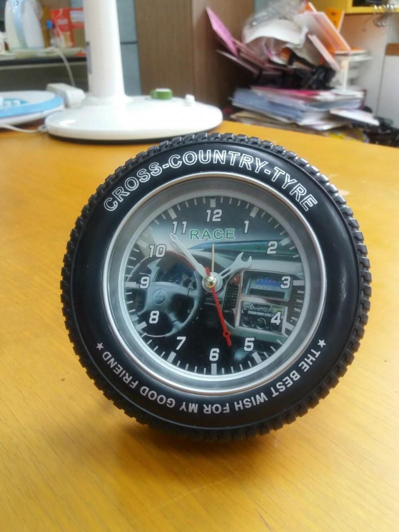 타이어 탁상시계