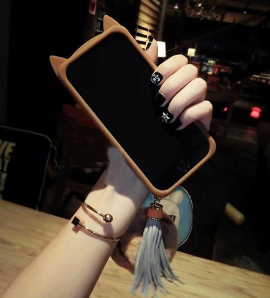 공장직배송 털방울 고양이 실리콘 핸드폰케이스입니다 제품3160