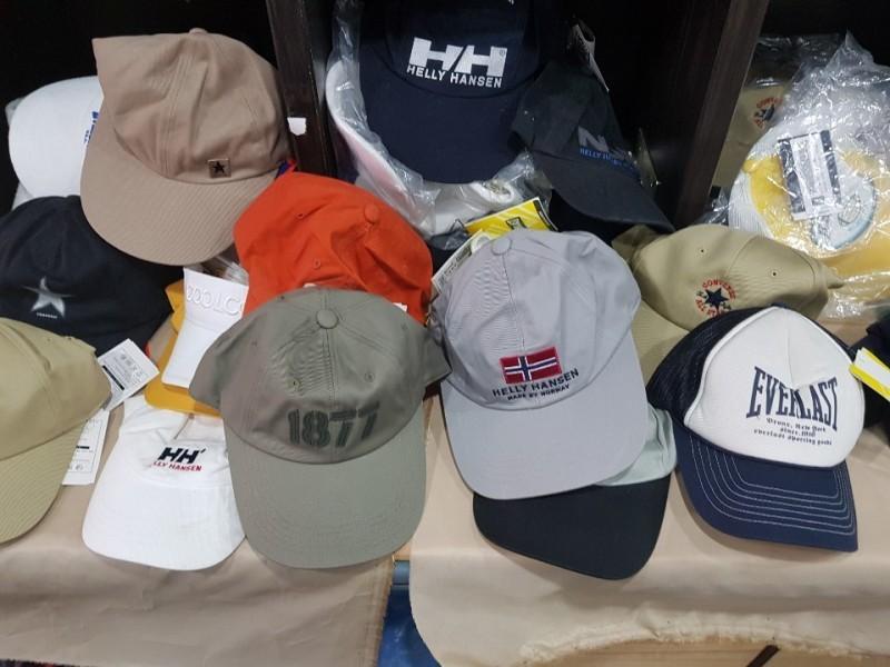 유명 브랜드 모자 땡처분    합니다.